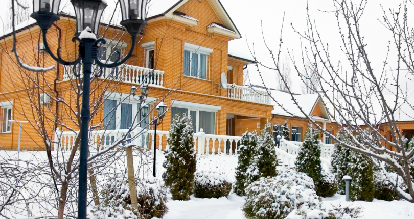 You're waiting to sell in the spring…but should you?