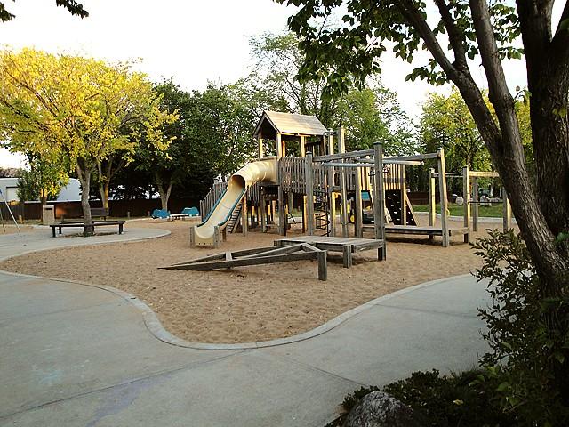 Neighborhood Profile: Pleasantview